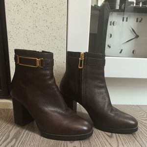 Tod's Leather Booties👠✨